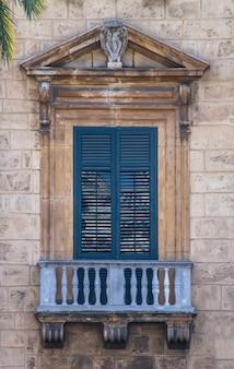 Janela velha siciliana
