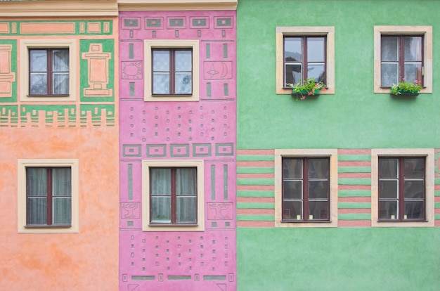 Janelas em cores edifícios