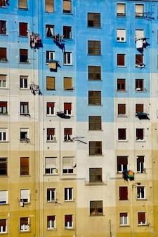 Janelas na fachada do prédio