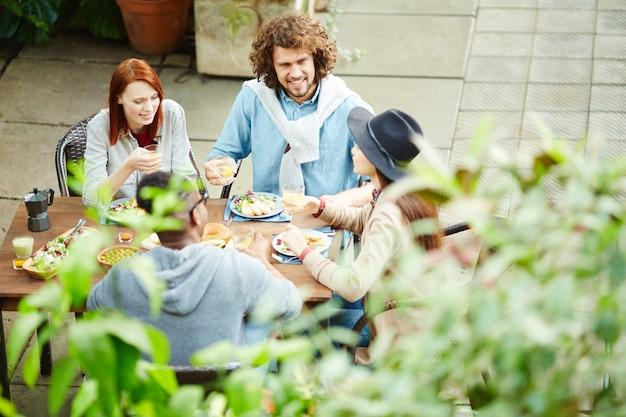 Jantar de acompanhantes