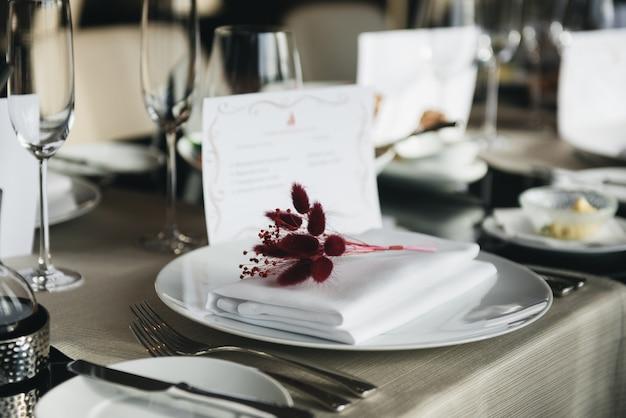 Jantar de configuração elegante mesa de luxo em um restaurante