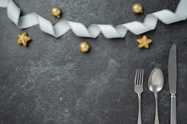 Jantar especial, natal, comemorar, par, amante familiar, apartamento, leigos, vista superior, com, garfo, colher, k