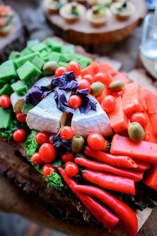 Jantar gourmet com pratos empresariais