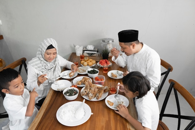 Jantar iftar no ramadã