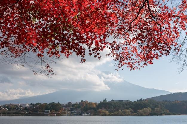 Japão outono temporada com fuji moutain no lago kawaguchiko