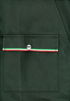 Jaqueta militar verde com bandeira da itália