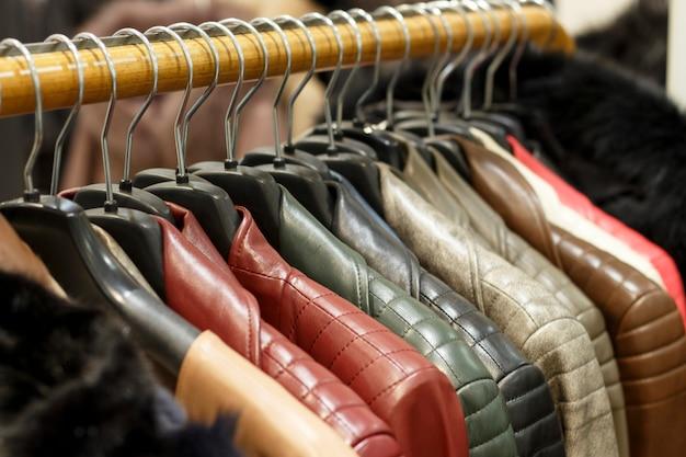 Jaquetas de couro multicoloridas