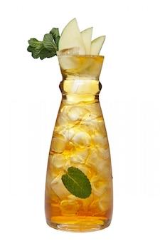 Jar com bebida gelada de maçã e hortelã.