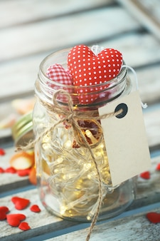 Jar com luzes e corações em todos os lugares
