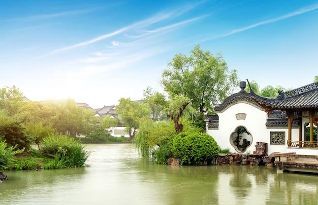 Jardim clássico chinês, o famoso slender west lake, yangzhou, china