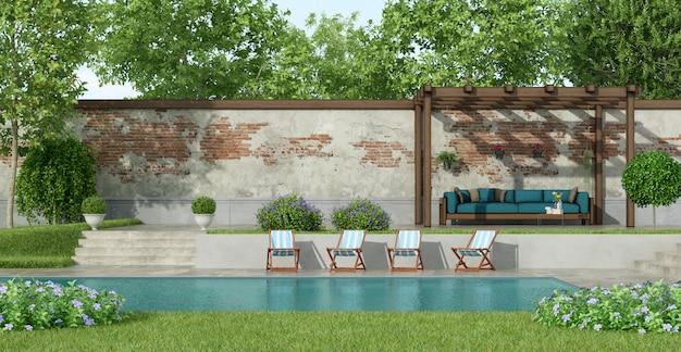 Jardim com piscina grande