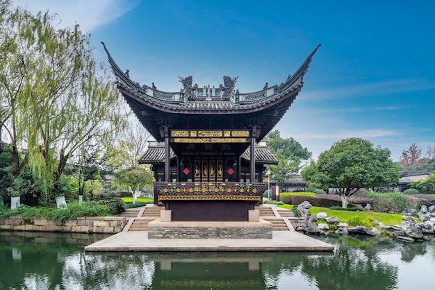 Jardim de arquitetura clássica no parque ningbo yuehu