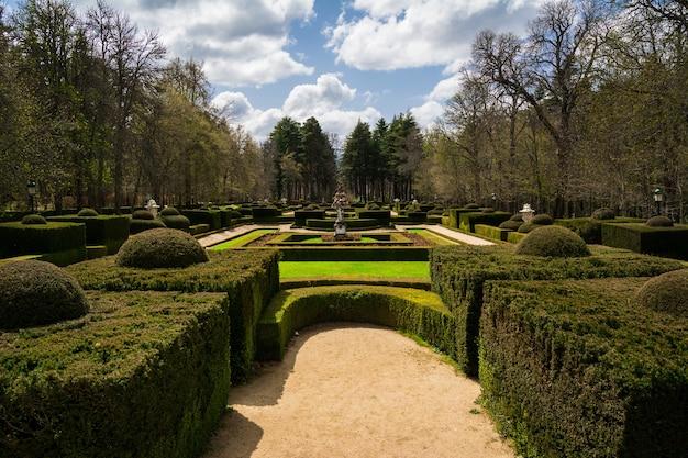 Jardim do palácio real de la granja de san ildefonso, espanha