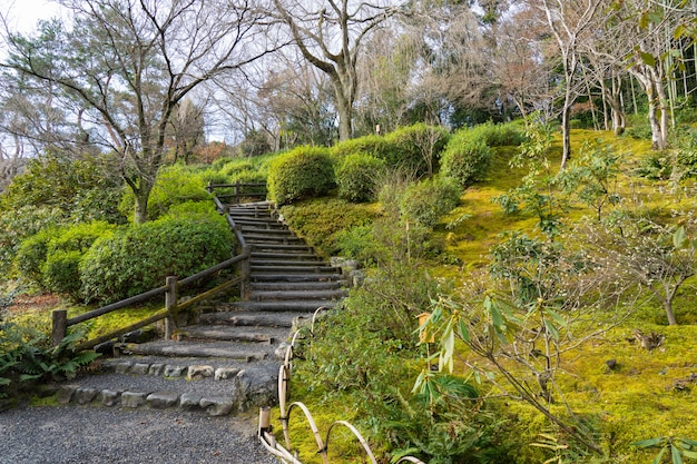 Jardim zen do templo tenryu-ji, arashiyama, kyoto, japão.