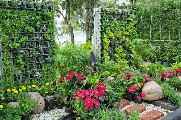 Jardinagem vertical em harmonia com a natureza.