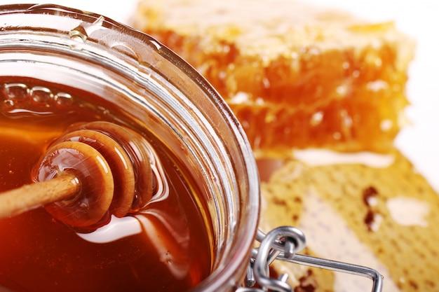 Jarra com mel fresco