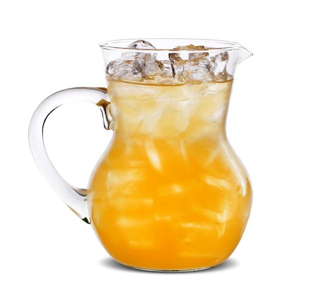 Jarra com suco de laranja, isolada na superfície branca