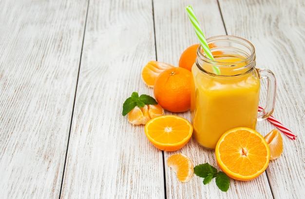 Jarra com suco de laranja