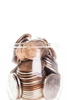 Jarra de dinheiro com moedas
