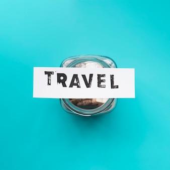 Jarra de vista superior para economia de viagens