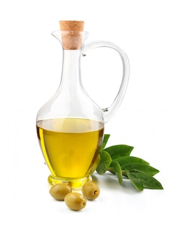 Jarro de azeite, feijão e ramo de louro isolado