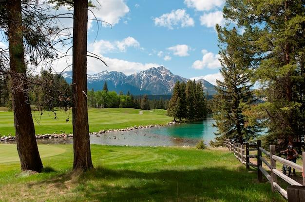 Jasper, parque, alojamento, clube golfe, lago beauvert, jasper parque nacional, alberta, canadá