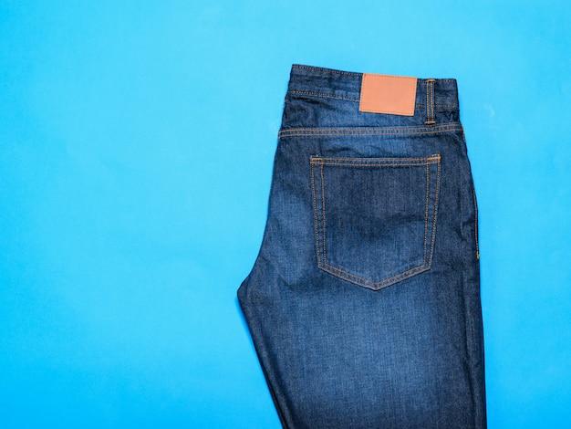 Jeans azul clássico para homem