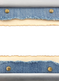 Jeans azul e fundo de papel velho