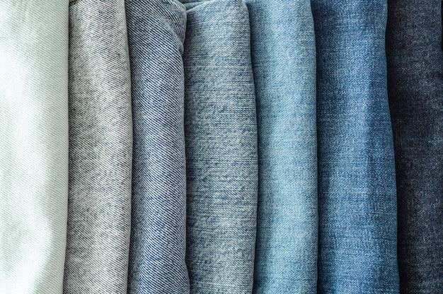 Jeans dobrados empilhados