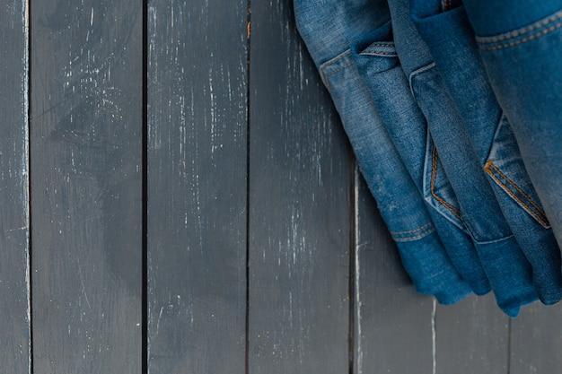 Jeans empilhados