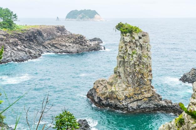 Jeju-do oedolgae rock (famoso marco natural) na ilha de jeju,