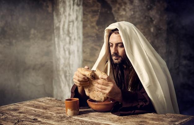 Jesus quebra o pão