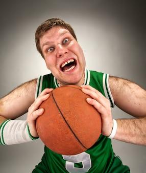 Jogador de basquete bizarro