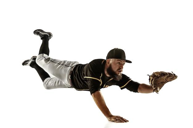 Jogador de beisebol com um uniforme preto, praticando sobre um fundo branco.