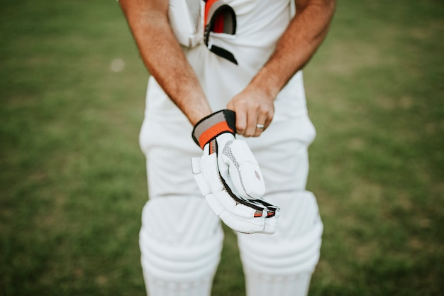 Jogador de críquete, preparando-se para jogar