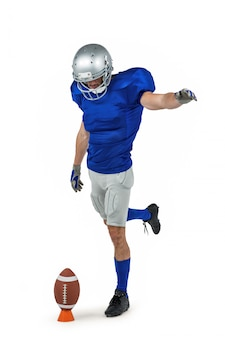 Jogador de futebol americano chutando a bola