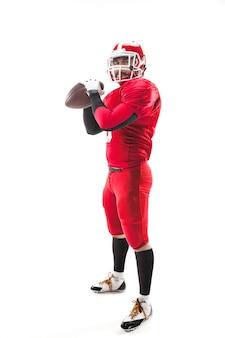 Jogador de futebol americano, posando com bola em branco