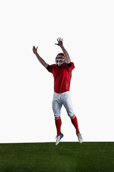 Jogador de futebol americano tentando pegar o futebol