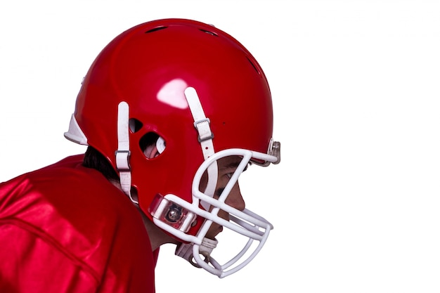 Jogador de futebol americano vestindo um capacete