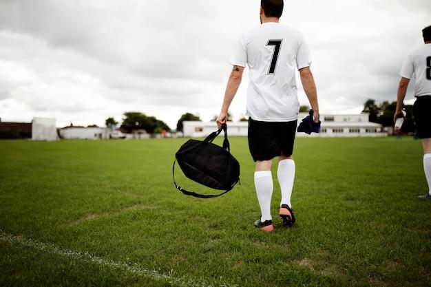 Jogador de futebol pronto para a prática