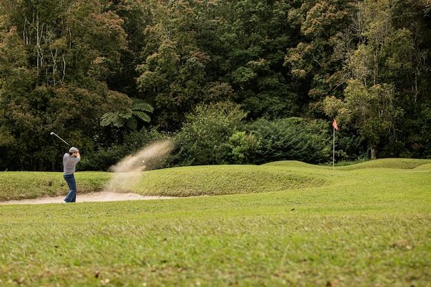 Jogador de golfe profissional. bali. indonésia.
