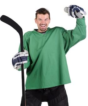 Jogador de hóquei está comemorando sua vitória com emoção feliz.