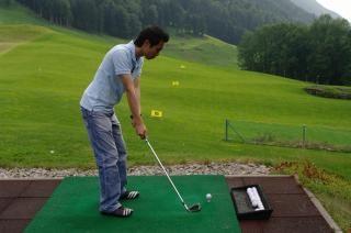 Jogador prática de golfe