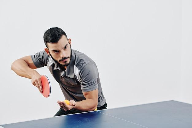 Jogador profissional de tênis de mesa