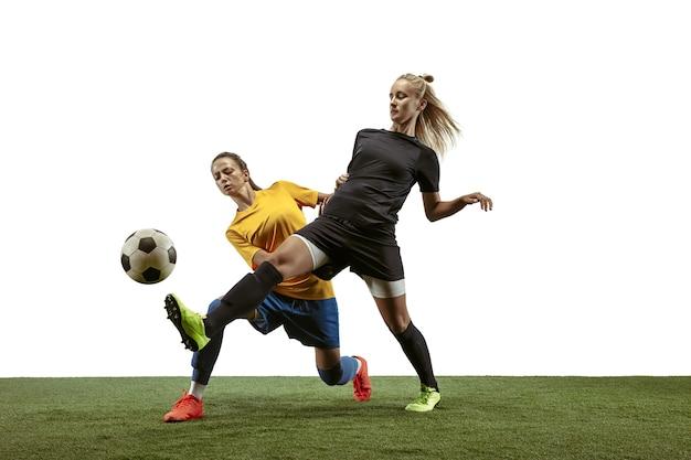 Jogadoras de futebol treinando e treinando no estádio