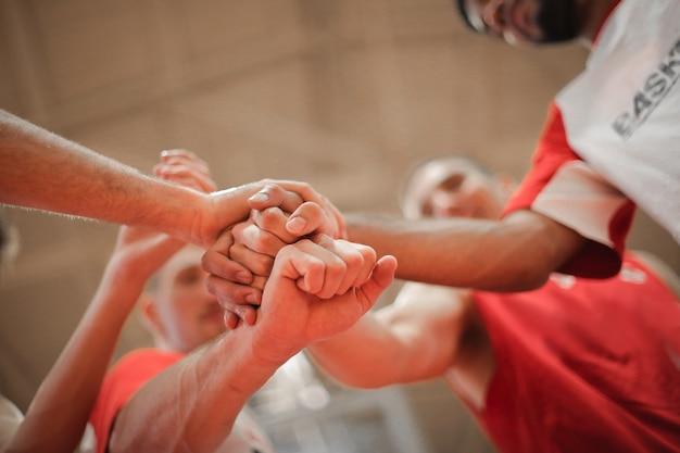 Jogadores da equipe de basquete