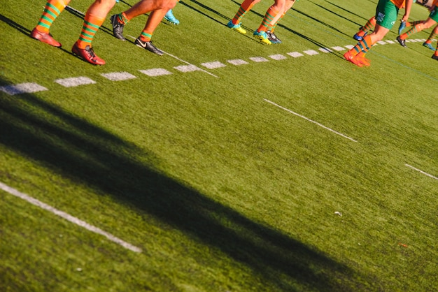Jogadores de rúgbi durante uma partida.