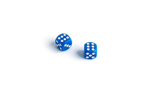 Jogando dados isolados no fundo branco. foto de alta qualidade
