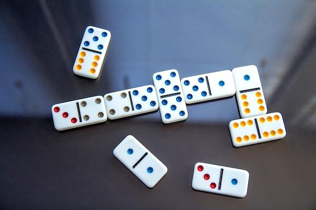 Jogando dominó