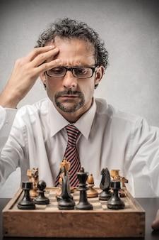 Jogando xadrez e pensando